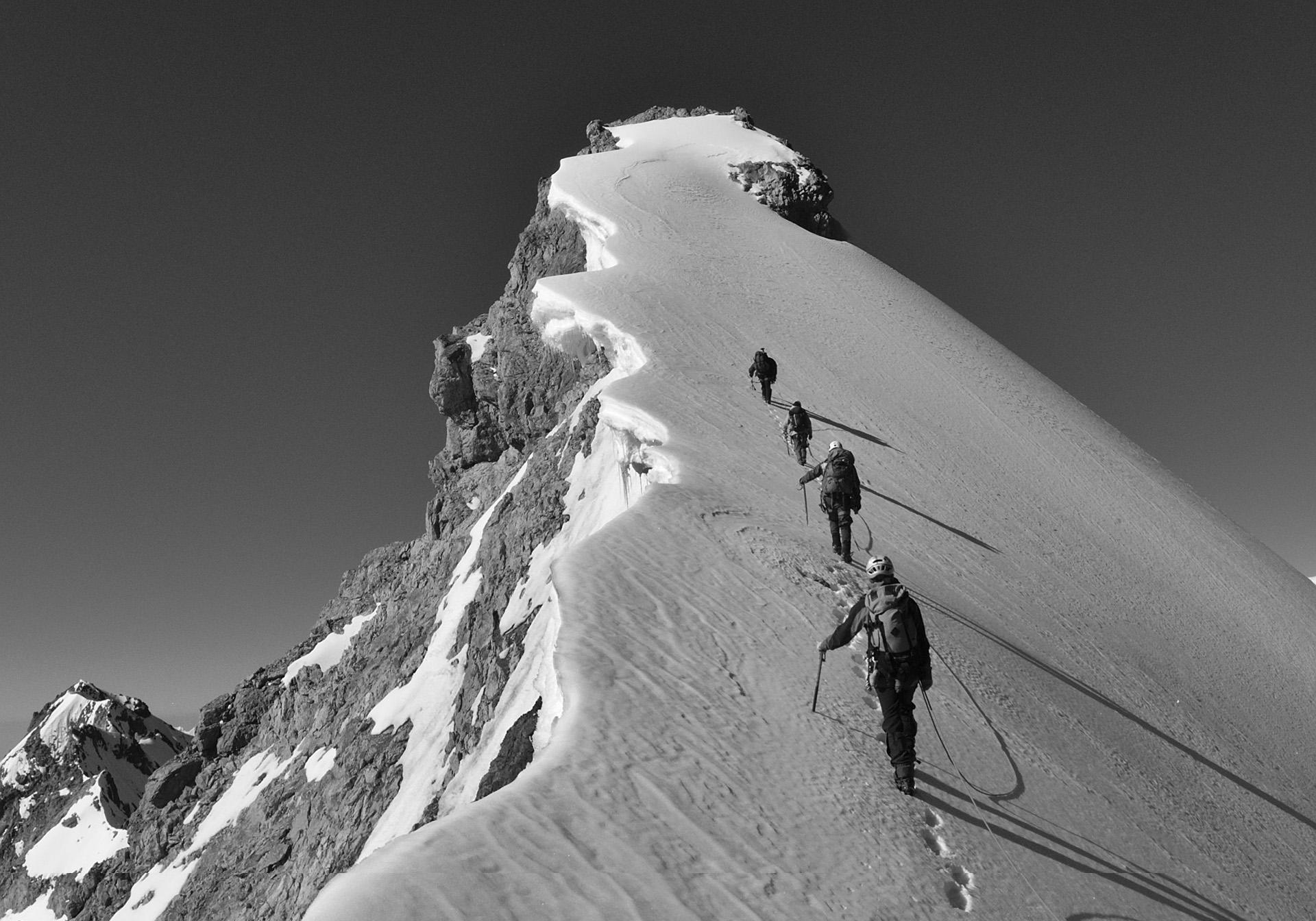 наконец, открытка восхождение в гору взывали